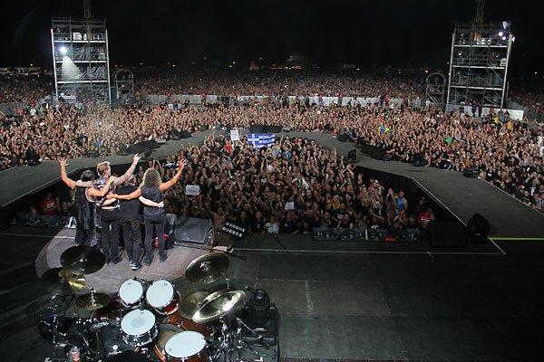 Metallica.snakepit stage.Swiz.jpg
